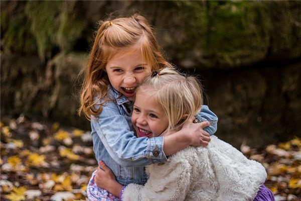 Was bedeuten zwei kleine Mädchen in ihren Träumen? Traum Weissagung