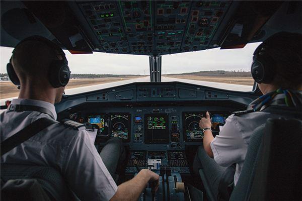 Traumdeutung des Fliegens eines Flugzeugs