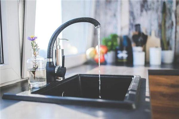 Traumdeutung und Weissagung von fließendem Wasser aus dem Wasserhahn